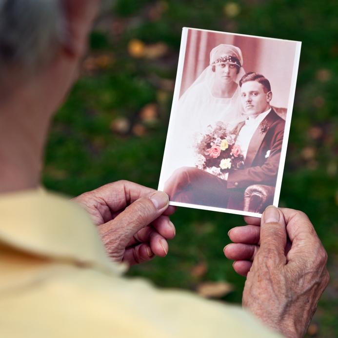 Thema Hochzeit bietet viel Fläche zum Aktivieren, um Senioren in Erinnerungen schwelgen zu lassen