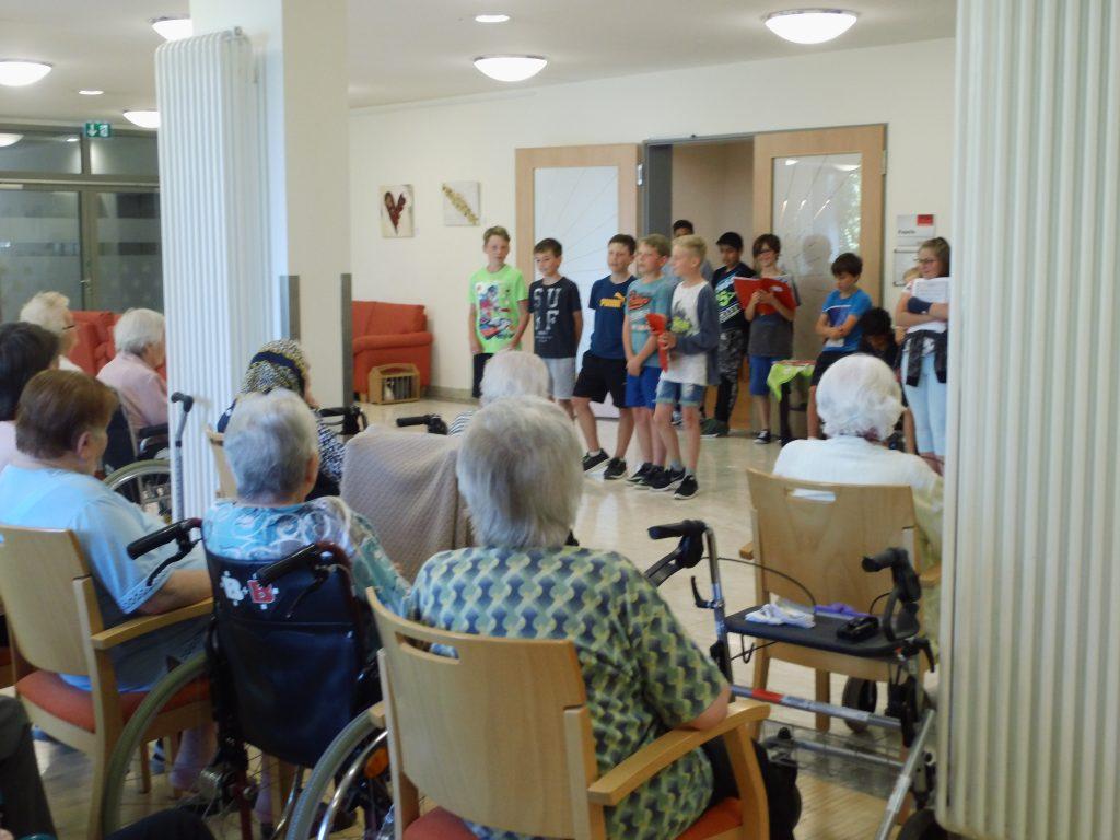 Nähe durch Geschichten im Seniorenwohnen Hemau (Foto: SSG)