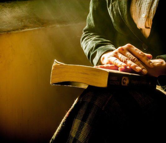 Die Bibel hat häufig noch ihren festen Platz im Leben älterer Menschen. (Bild: pixabay.com)